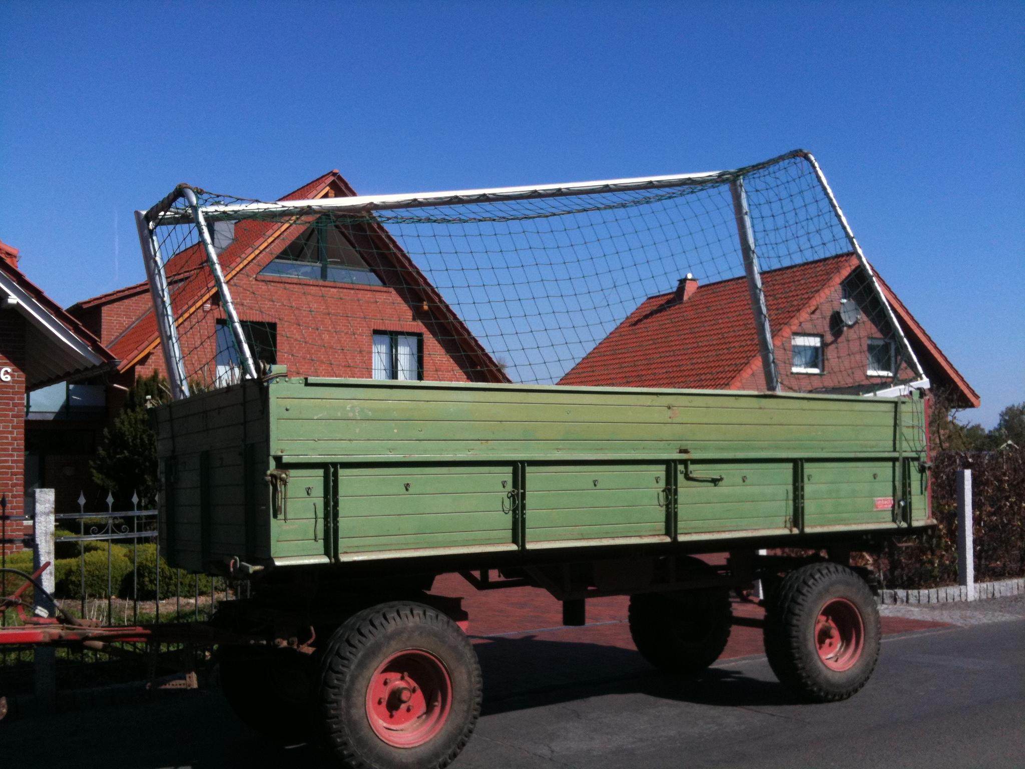 Transport der neuen Tore nach Wietersheim